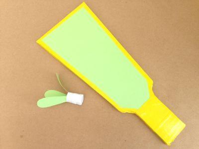 ダンボールで作った羽子板と羽