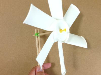 紙コップで作った風車